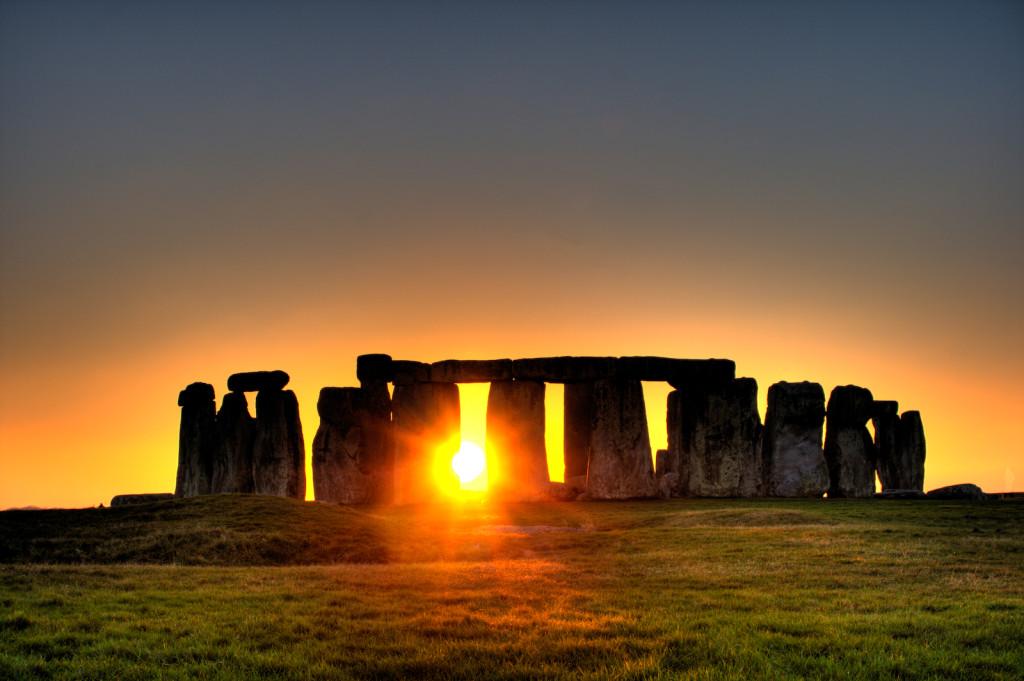 Stonehenge_(sun)